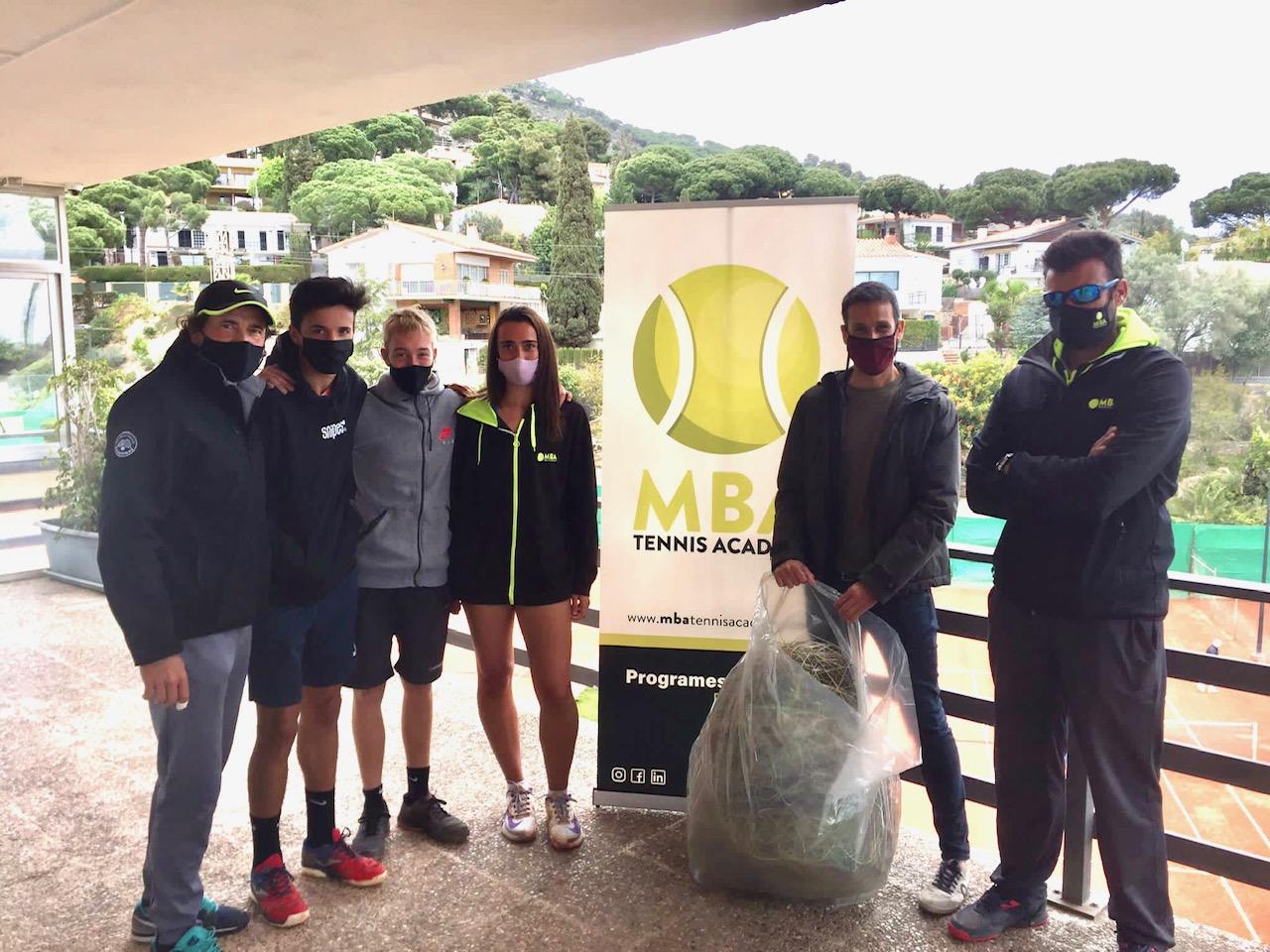 Entrega cordajes en MBA Tennis Academy